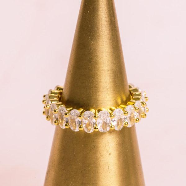 Oval-Cut-Gold-Ring-Hero-Closeup